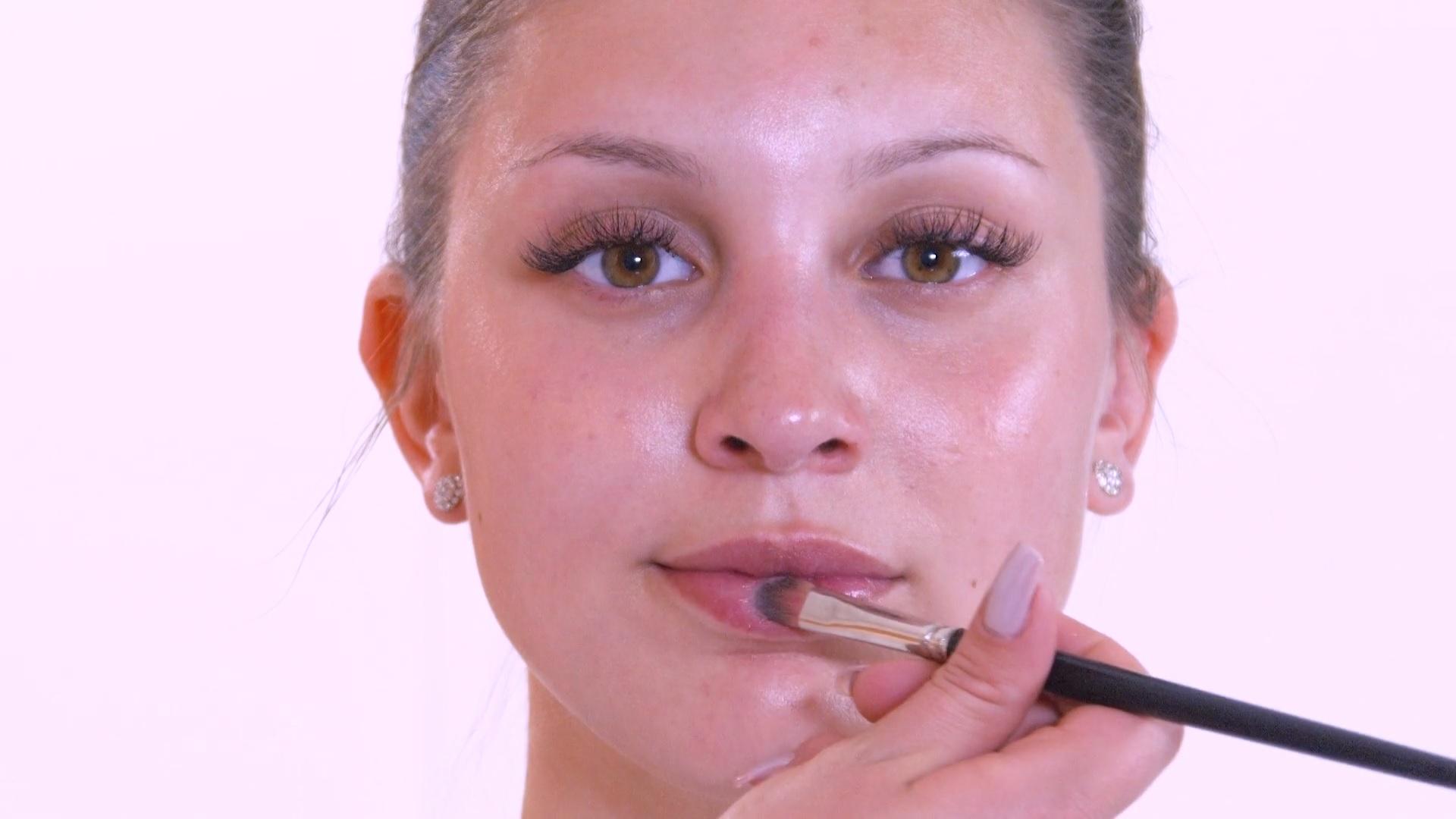Lippen und Gesichtspflege Brautlook Make-Up