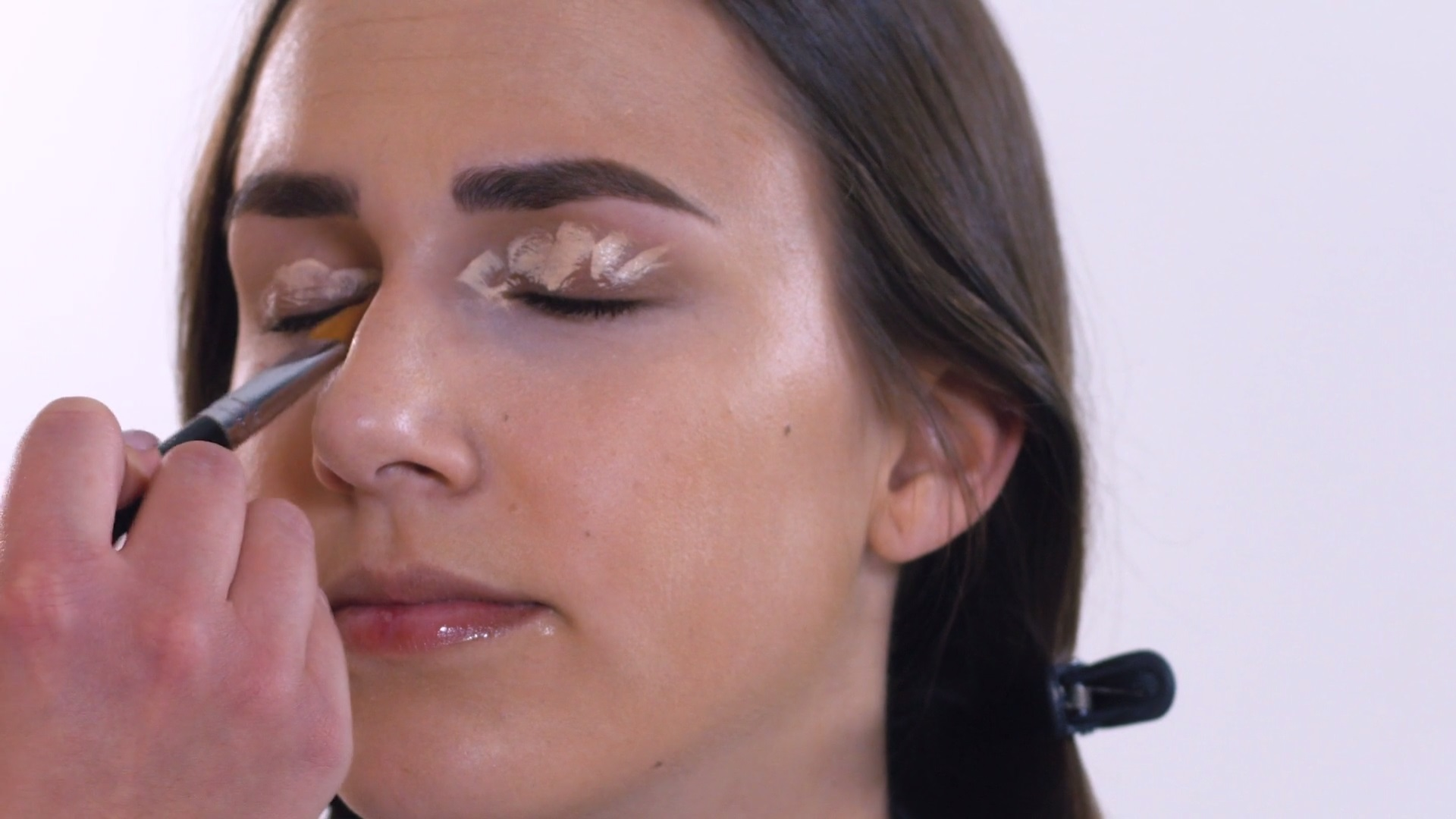 Augenbrauen, Lidschatten und Concealer Tages Make-Up