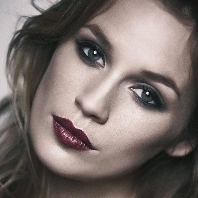 Dunkle Lippen schminken - Model