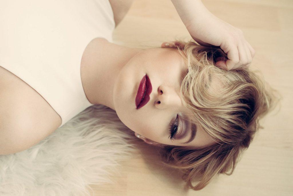 Dunkle Lippen schminken - Model 2